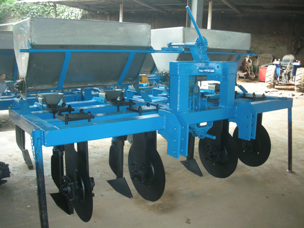 fertilizer-applicator-with-disc-coulter