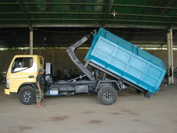 hooklift-sampah-cap3-ton