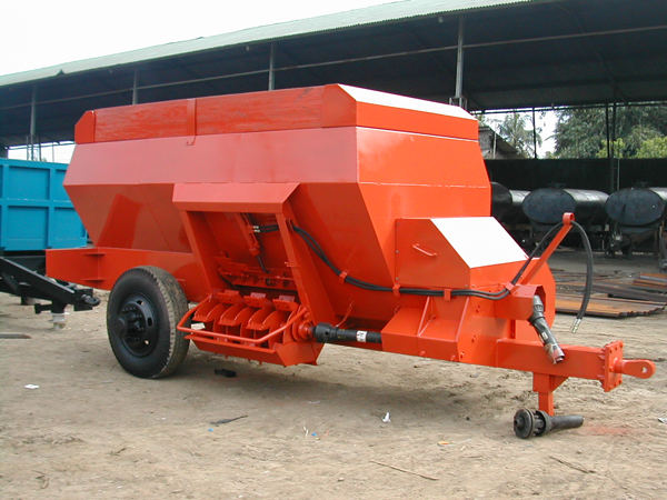 trailer-spreader-compost-1-spreader